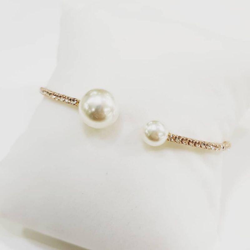 Bracciale-dorato-con-zirconi-e-Perle-